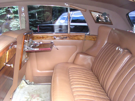 Robert Micheal's Limousine - Our Fleet